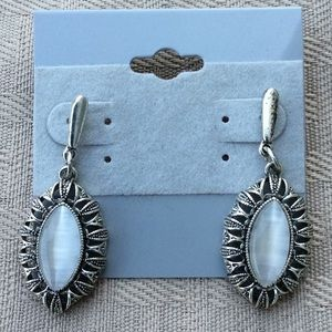 Jewelry - New Pretty Silver and White Earrings